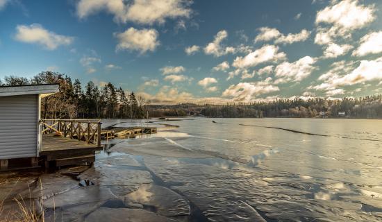 ice-on-lake-next-to-sauna